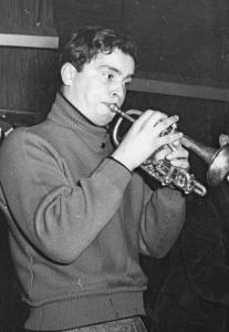 Oswald Wiener plays his trumpet at the Strohkoffer, the favorite bar of the Wiener Gruppe in the early 1950ties. Courtesy Ingrid and Oskar Wiener