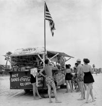 Berenice Abbott, Happy�s Refreshment Stand, Daytona Beach, Florida, 1954. � Berenice Abbott / Commerce Graphics Ltd, Inc.