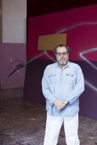 Julian Schnabel in his studio, 2017. Courtesy Fine Arts Museums of San Francisco, photo: Katharina Poblotzki