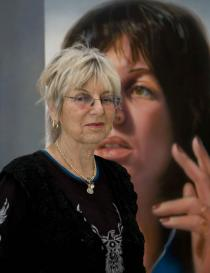 Audrey Flack in front of her �Self-Portrait� (1974), �Picturing America�, Deutsche Guggenheim, Berlin, March 2009, Photo: Mathias Schormann