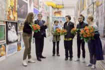 Curator Sophie von Olfers, Friedhelm H�tte, Deutsche Bank Art and the winners Radoslava Markova, Lena Ader, Nicolas Fontaine and Annina Lingens. Photo: Daisy Loewl. � Deutsche Bank KunstHalle