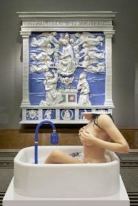 Woman in Tub (Jeff Koons, 1988) in front of The Assumption of Mary (Andrea della Robbia, ca 1500)